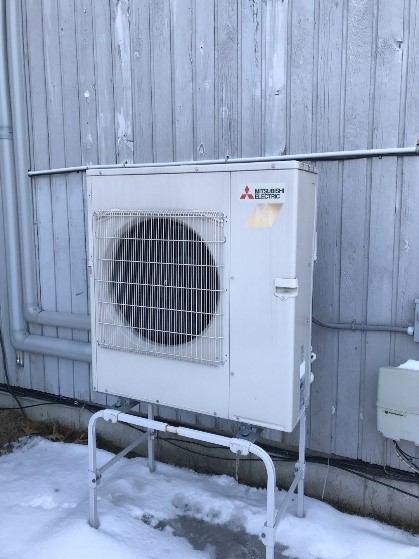 Outdoor air condenser with Hyper-Heating technology.