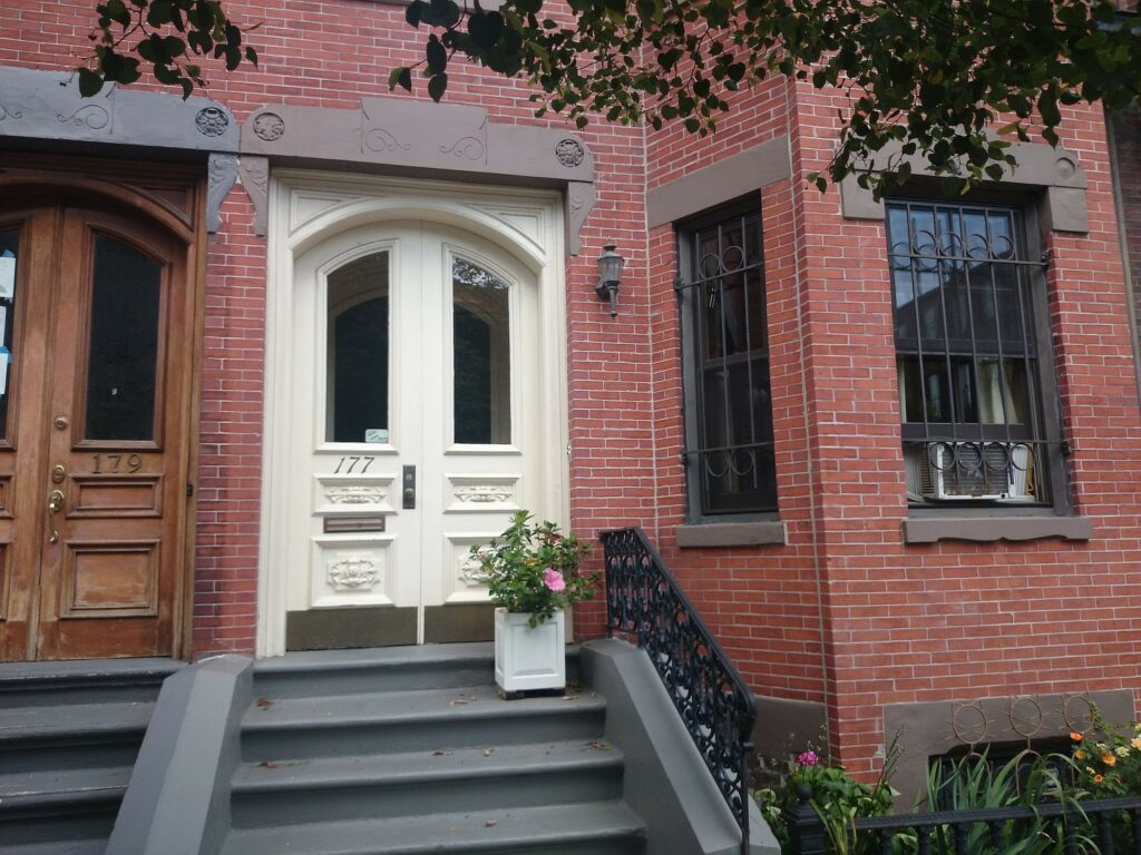 This brownstone in Boston, MA, upgraded to a Mitsubishi Electric ductless heat pump for supplemental heating and AC.
